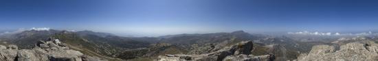 Le Mont Fanari au dessus du village  d'Apeirathos