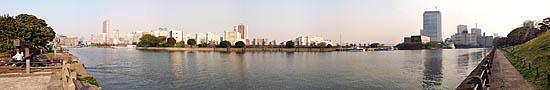 Au bord de la Sumigadawa dans Hama Rikyu Garden